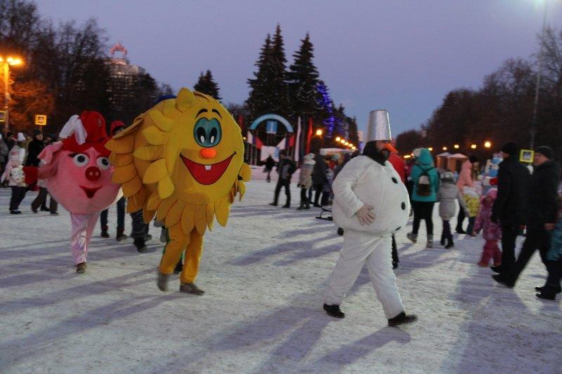 По Ульяновску прошлись Деды Морозы. ФОТО, фото-11