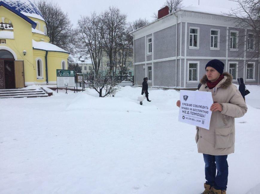 В Белгороде активисты в День Конституции провели серию одиночных пикетов, фото-1