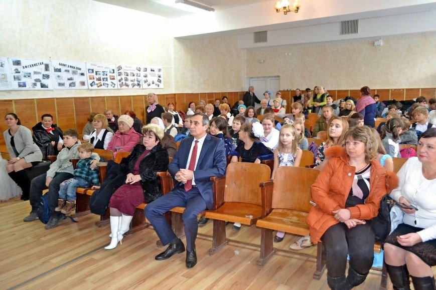 Лери Сванидзе поздравил школьников Алупки с Днем Конституции, фото-2