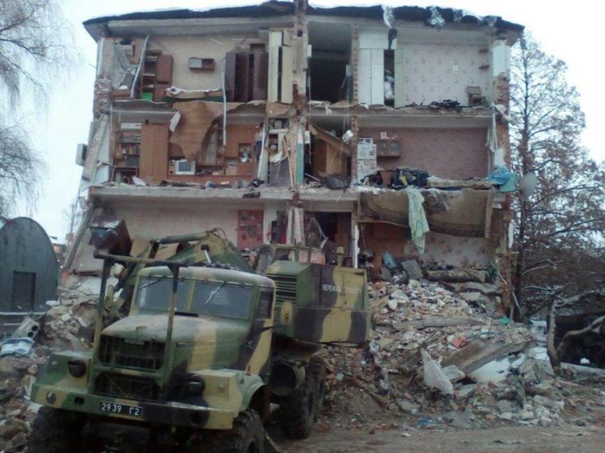 На месте обвалившегося общежития продолжают работать спасатели, фото-2