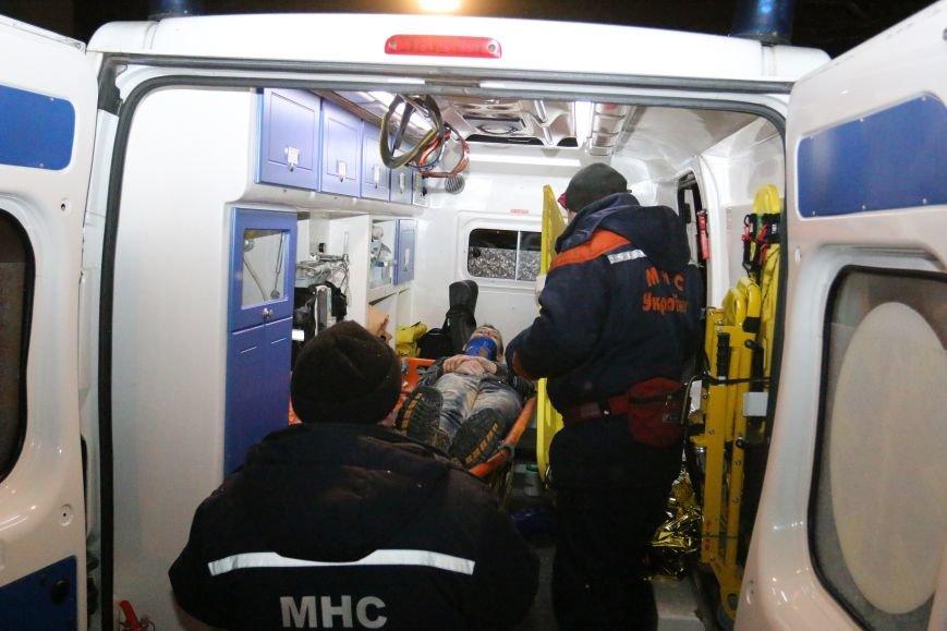 Парня, которого достали из-под завалов рухнувшего в Чернигове общежития, перевели из реанимации в общее отделение, фото-2