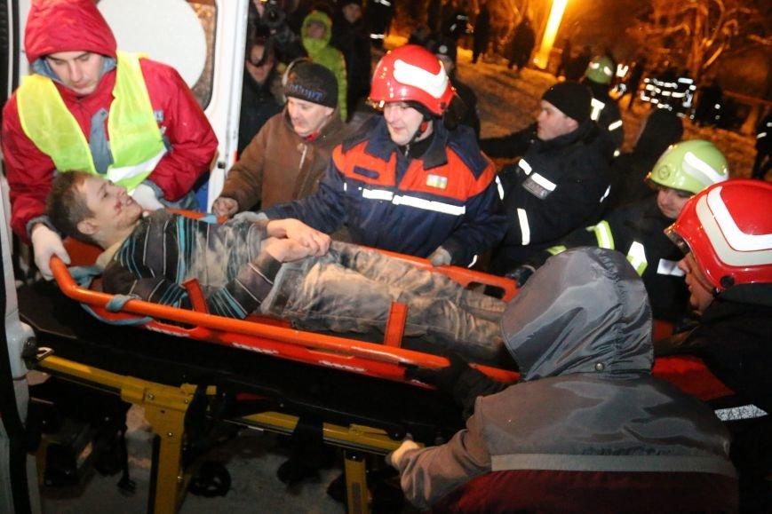 Парня, которого достали из-под завалов рухнувшего в Чернигове общежития, перевели из реанимации в общее отделение, фото-1