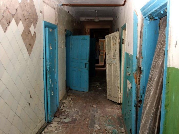 Разрушенные обстрелами дома в Донецке стоят разграбленными (ФОТО), фото-2