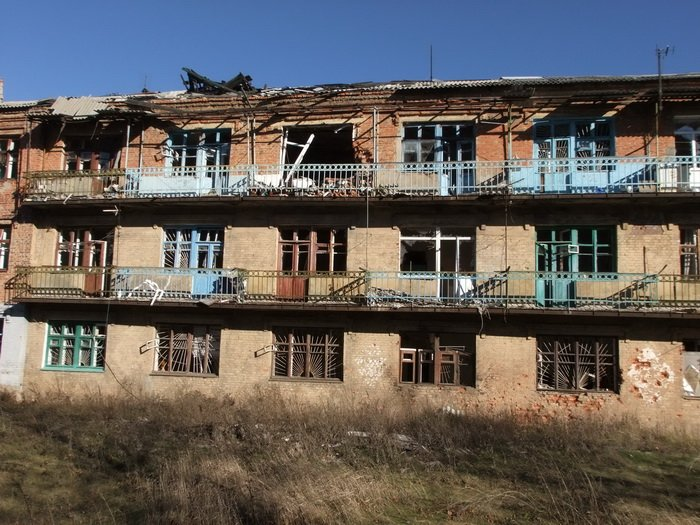 Разрушенные обстрелами дома в Донецке стоят разграбленными (ФОТО), фото-5