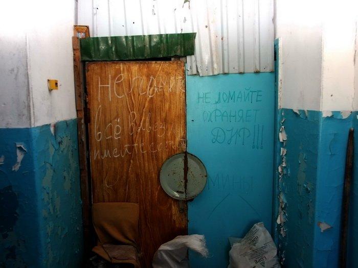 Разрушенные обстрелами дома в Донецке стоят разграбленными (ФОТО), фото-3