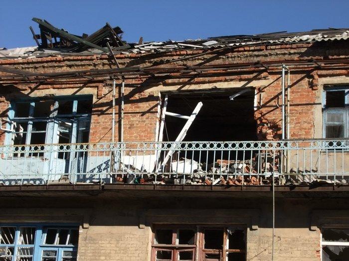 Разрушенные обстрелами дома в Донецке стоят разграбленными (ФОТО), фото-6