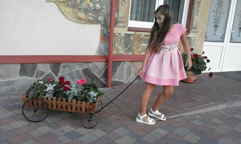 Ужгородка Аніта Білей, прикута до ліжка через недбалість комунальників, святкує 12-річчя: фото, фото-1