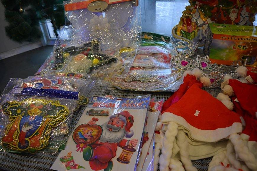 Разноцветный дождик, елочные игрушки и гирлянды. Покупаем новогодние украшения в Новополоцке за копейки, фото-1