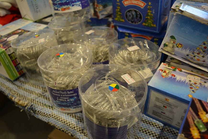 Разноцветный дождик, елочные игрушки и гирлянды. Покупаем новогодние украшения в Новополоцке за копейки, фото-3