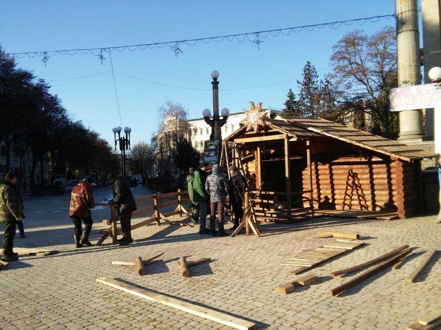 На головній площі Тернополя облаштовують різдвяний ярмарок (фоторепортаж), фото-2