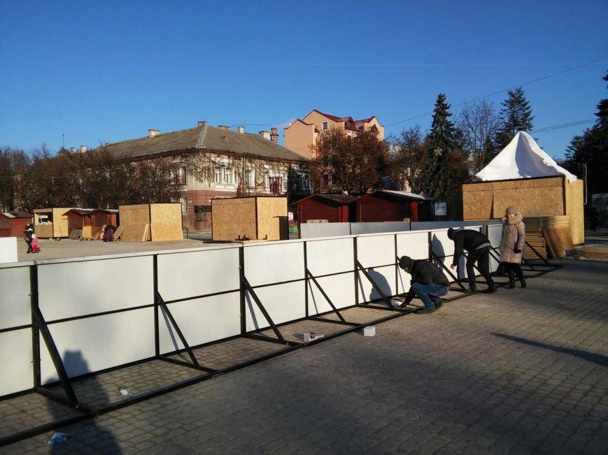 На головній площі Тернополя облаштовують різдвяний ярмарок (фоторепортаж), фото-3