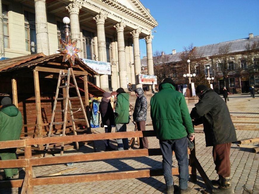 На головній площі Тернополя облаштовують різдвяний ярмарок (фоторепортаж), фото-6