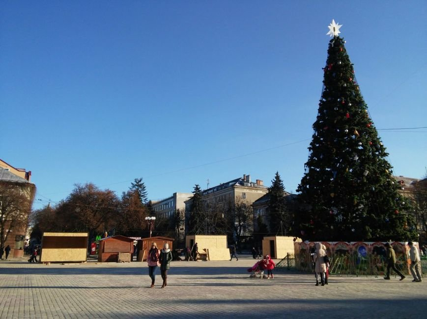 На головній площі Тернополя облаштовують різдвяний ярмарок (фоторепортаж), фото-4