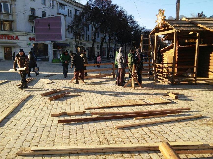 На головній площі Тернополя облаштовують різдвяний ярмарок (фоторепортаж), фото-8