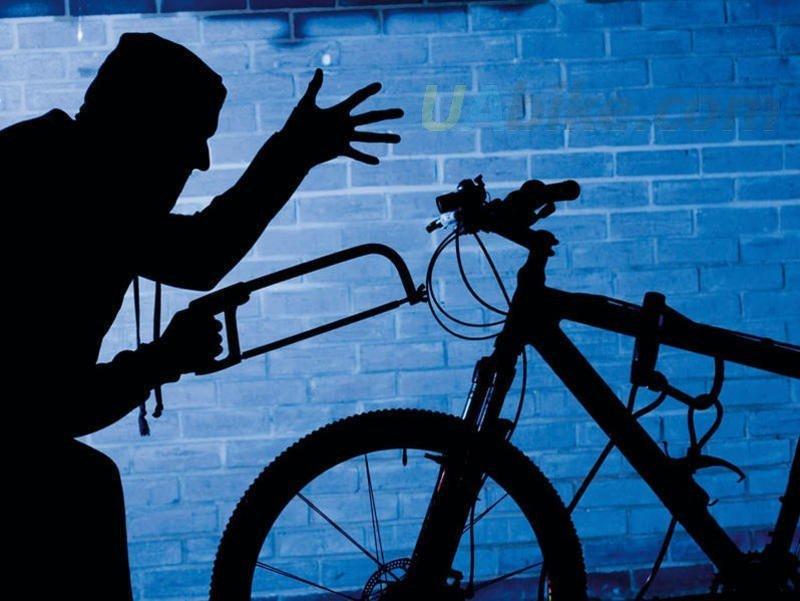 Ужгородські патрульні спіймали чоловіка, який не зміг пояснити, звідки у нього взявся велосипед, фото-1