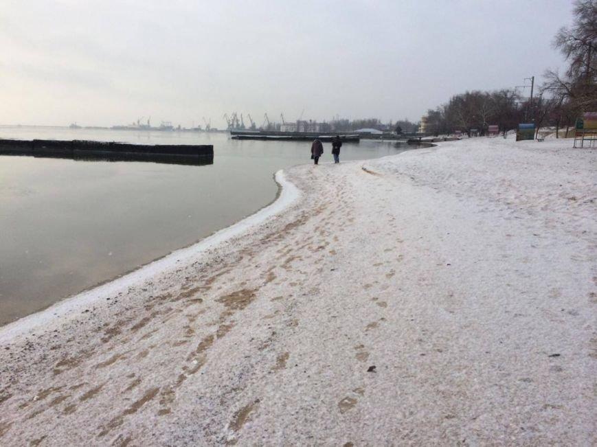 В Мариуполе снег украсил морское побережье (ФОТО), фото-9
