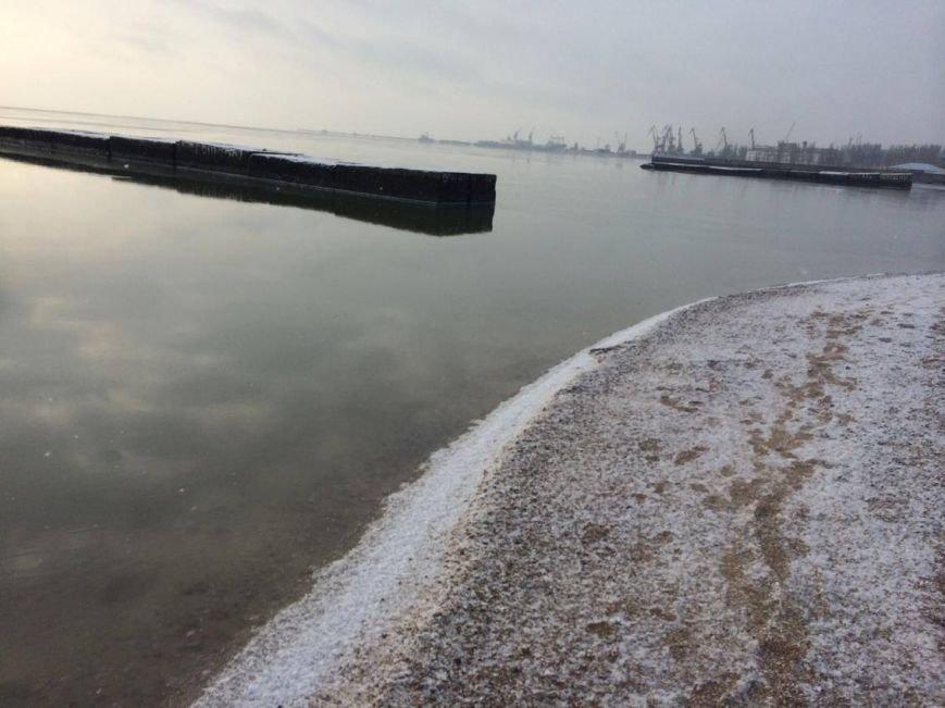 В Мариуполе снег украсил морское побережье (ФОТО), фото-11