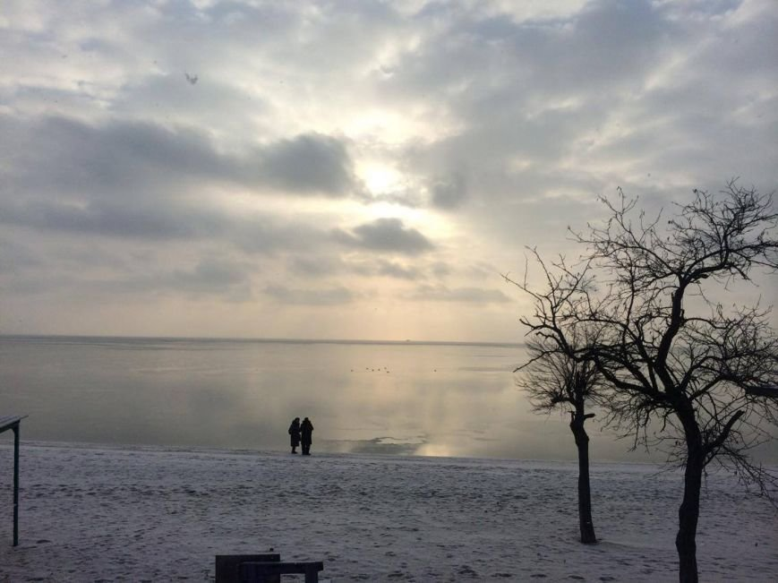 В Мариуполе снег украсил морское побережье (ФОТО), фото-15