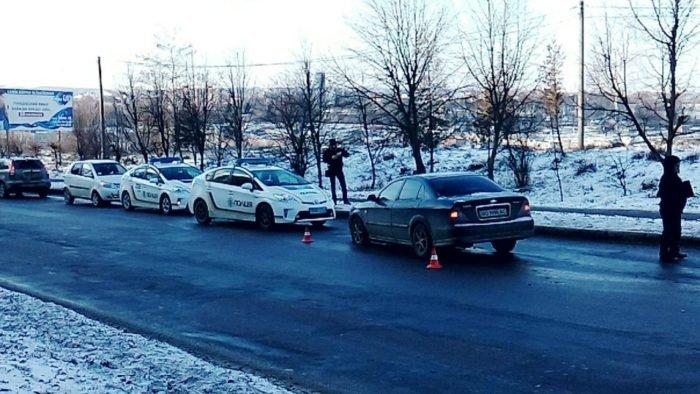 У Тернополі швидка змушена була об'їжджати ДТП тротуаром (фото), фото-2