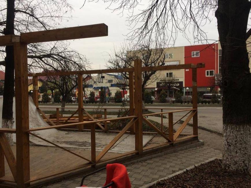 """Ужгородські """"муніципали"""" демонтували незаконно встановлену терасу: фото, фото-4"""