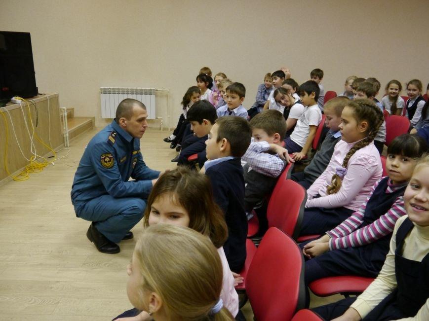 В Троицке сотрудники МЧС провели предновогодний открытый урок по безопасности для детей, фото-2