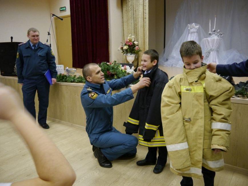 В Троицке сотрудники МЧС провели предновогодний открытый урок по безопасности для детей, фото-1