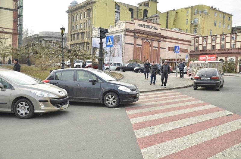 Автохамы-одесситы на Ланжероновской улице показали плохой пример (ФОТО), фото-5