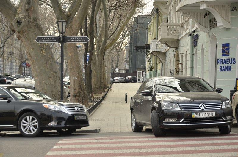 Автохамы-одесситы на Ланжероновской улице показали плохой пример (ФОТО), фото-1