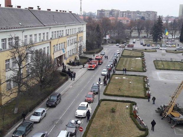 В Ужгороді горить будинок профспілок: фото, фото-3