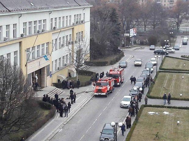В Ужгороді горить будинок профспілок: фото, фото-1