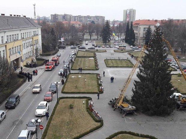 В Ужгороді горить будинок профспілок: фото, фото-2