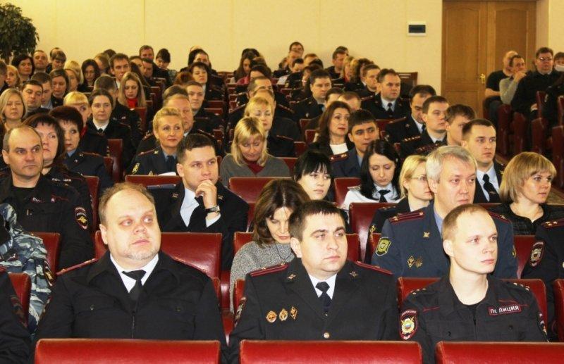 Сегодня в Пскове группа полицейских принимала поздравления от коллег, фото-1