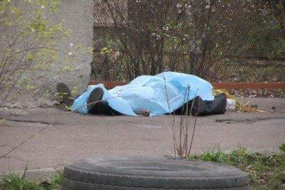 Ужгородці розповіли про злу славу закинутого аптечного складу, у якому знайшли померлого чоловіка: відео, фото-1
