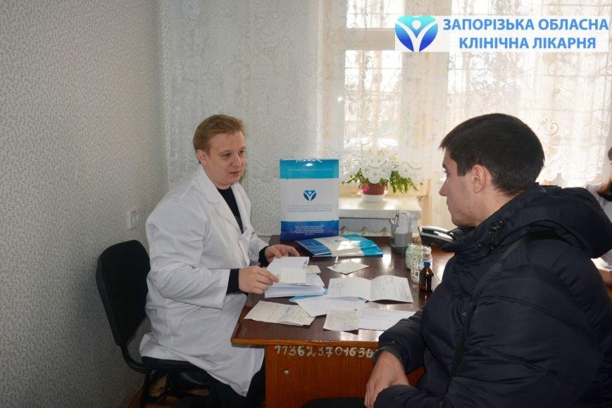 По обращению мелитопольцев прием ведет ревматолог Дмитрий Рекалов, заведующий отделением ревматологии с центром иммунобиологической терапии