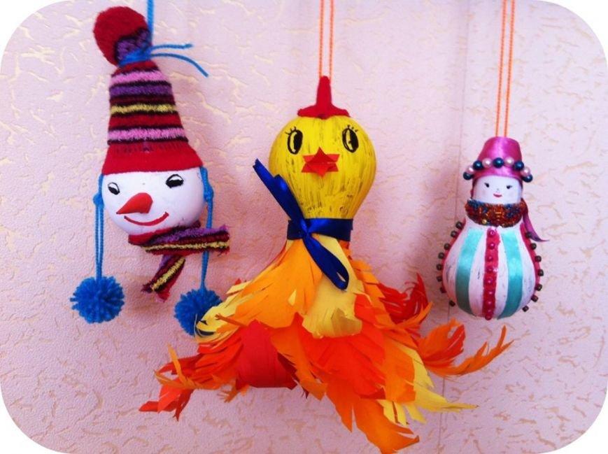 Новорічні прикраси з відпрацьованої сировини виготовляють конотопські школярі, фото-2