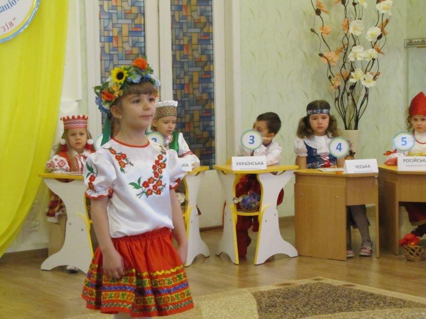 Файна панночка: дети продефилировали в национальном убранстве (фото, видео), фото-4