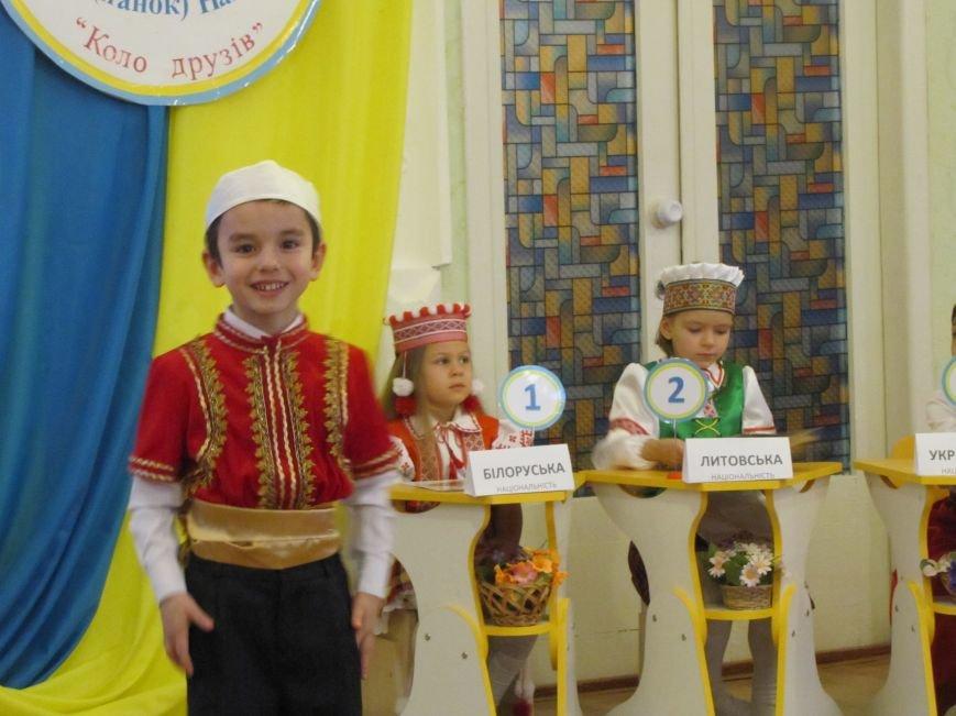 Файна панночка: дети продефилировали в национальном убранстве (фото, видео), фото-2
