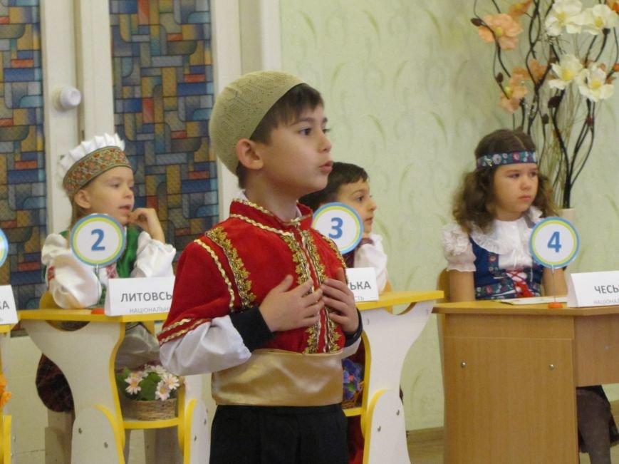 Файна панночка: дети продефилировали в национальном убранстве (фото, видео), фото-3
