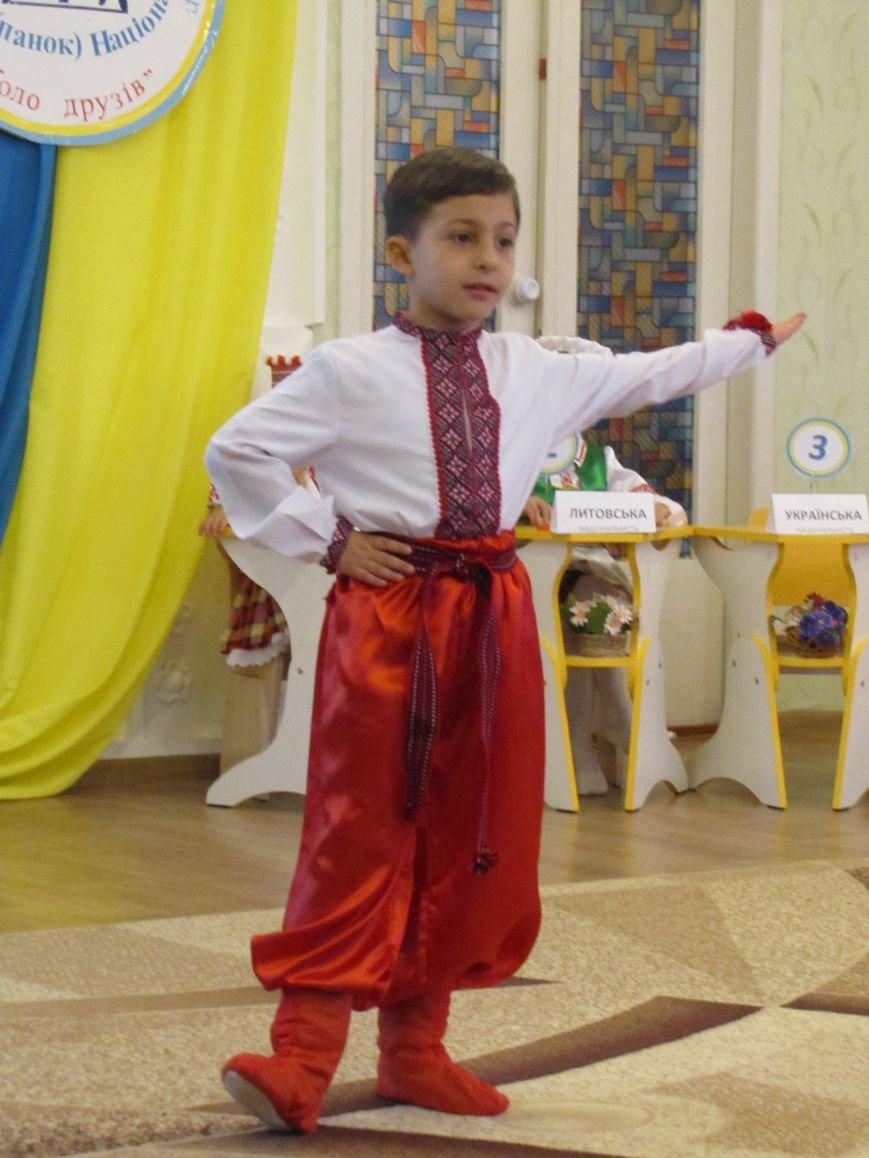 Файна панночка: дети продефилировали в национальном убранстве (фото, видео), фото-5