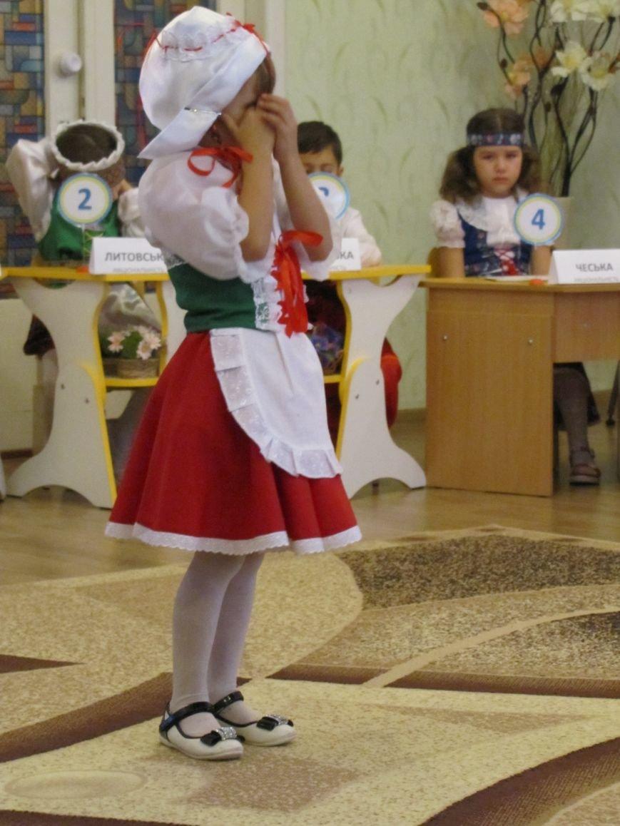 Файна панночка: дети продефилировали в национальном убранстве (фото, видео), фото-7