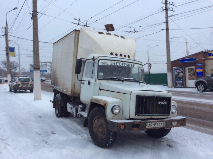 В Мариуполе на трамвайных путях перевернулся грузовик с курятиной (ФОТО+ВИДЕО), фото-7