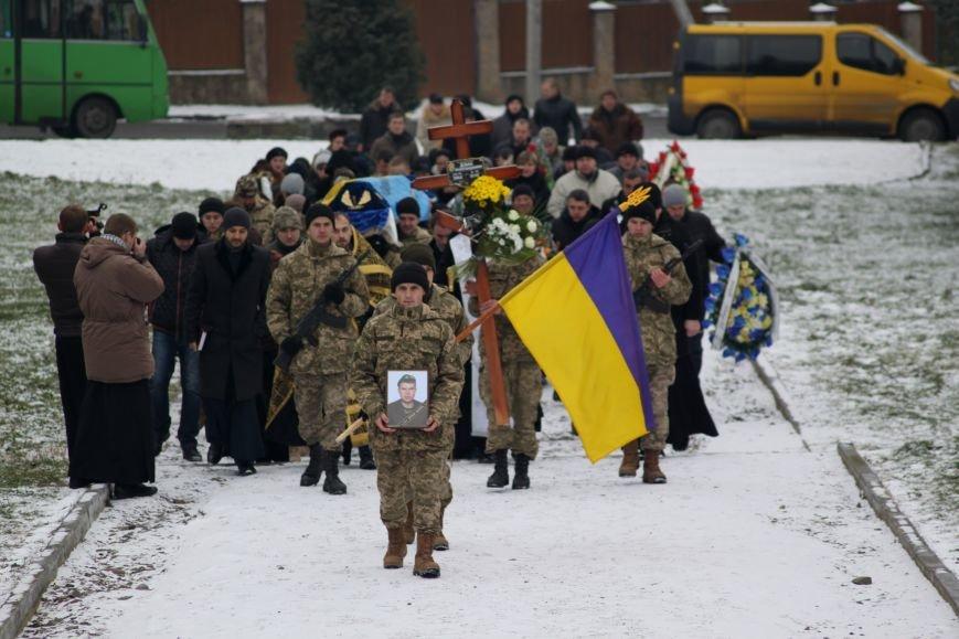 В Ужгороді попрощалися із військовослужбовцем АТО Михайлом Дзаком: фоторепортаж, фото-12