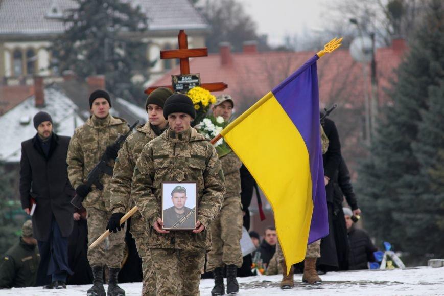 В Ужгороді попрощалися із військовослужбовцем АТО Михайлом Дзаком: фоторепортаж, фото-14