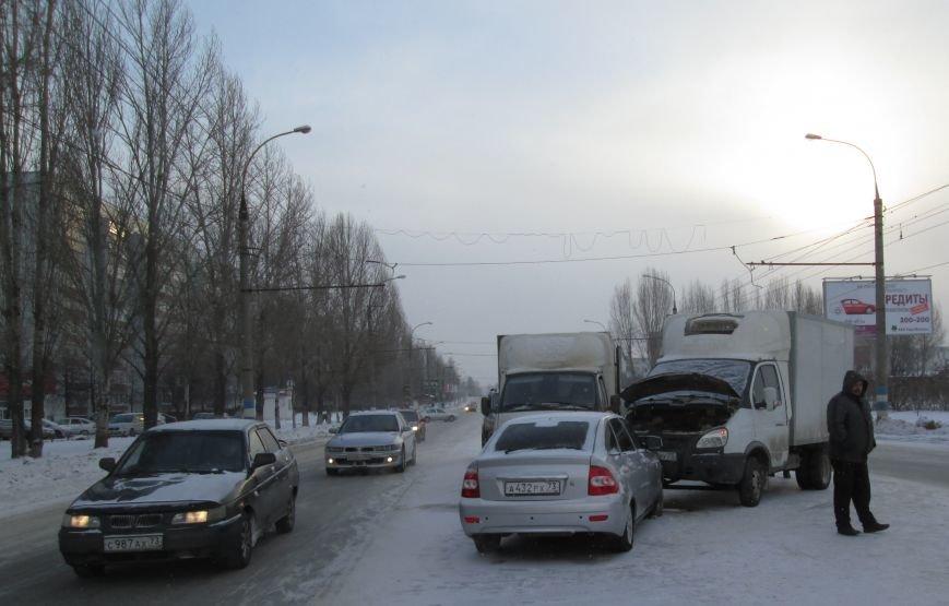 Тройное ДТП произошло в самом центре Заволжья. ФОТО, фото-1