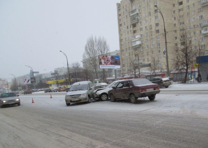 Тройное ДТП произошло в самом центре Заволжья. ФОТО, фото-5