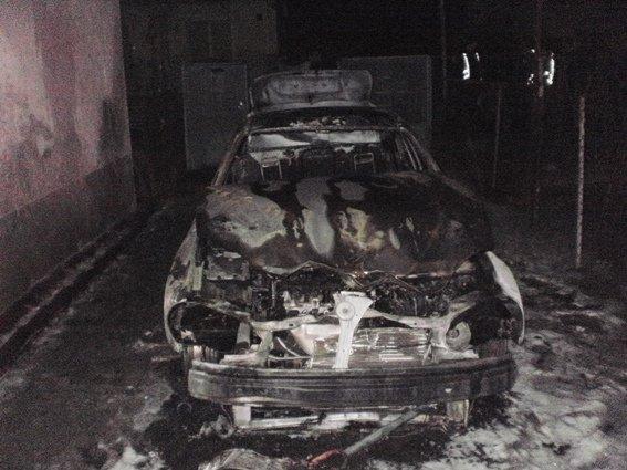 Директору міського господарства Ужгорода Оксані Пайді спалили машину: фото, фото-1
