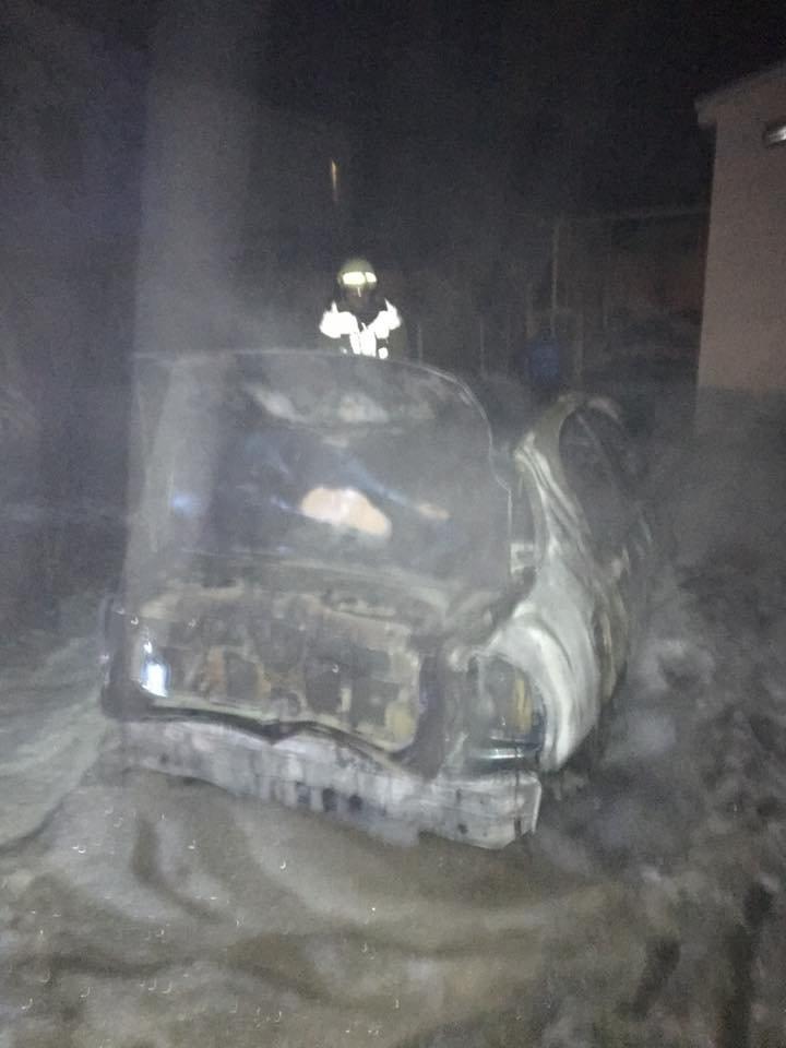 Директору міського господарства Ужгорода Оксані Пайді спалили машину: фото, фото-3