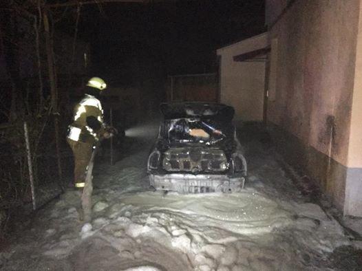 Директору міського господарства Ужгорода Оксані Пайді спалили машину: фото, фото-2
