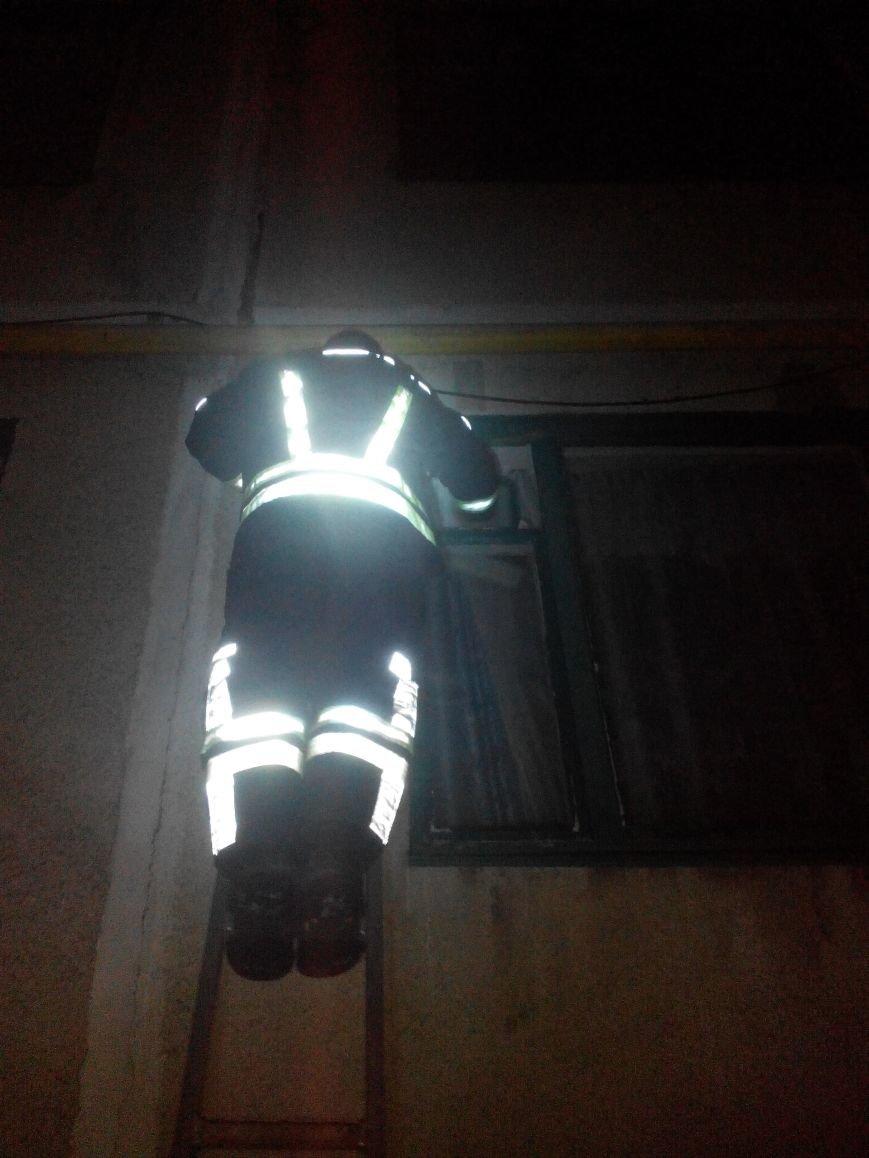 Бахмутчанину, которому стало плохо, оказывали помощь спасатели и медики, фото-1