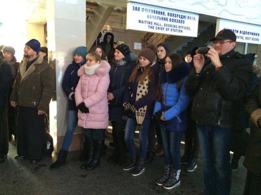 В Мариуполе встретили пассажиров  уникального поезда, объединяющего Украину (ФОТО, ВИДЕО), фото-4